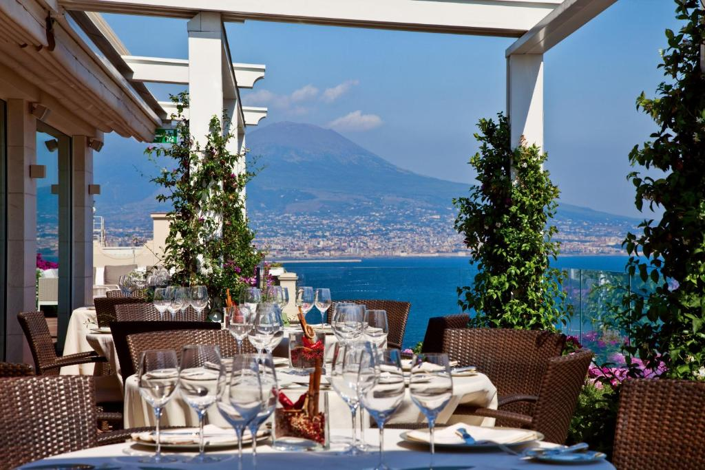 Grand Hotel Santa Lucia Napoli Booking