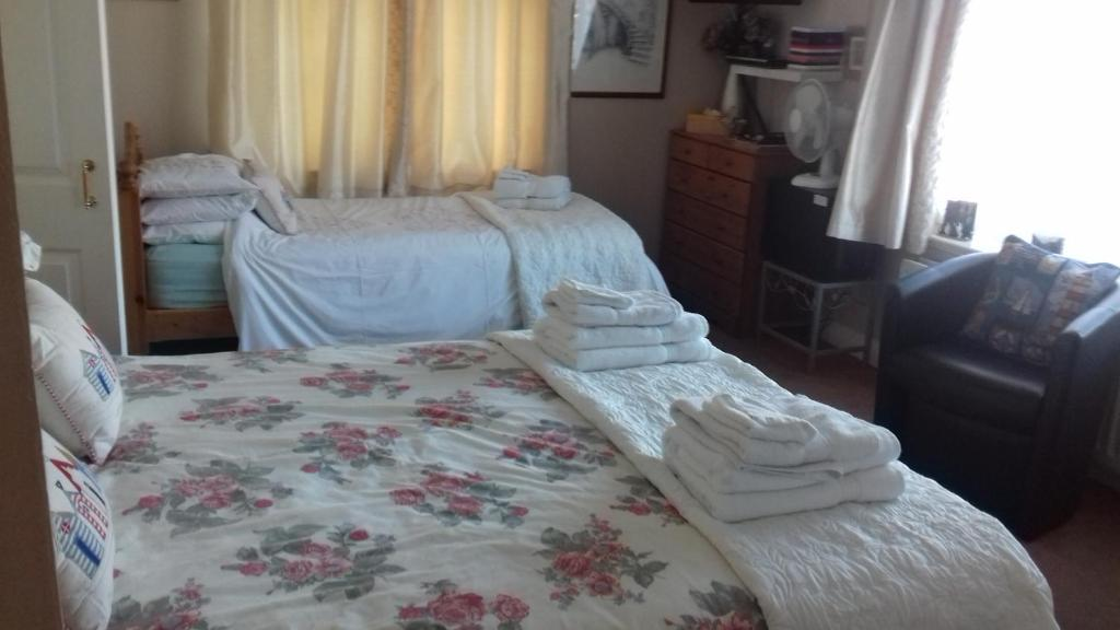 A bed or beds in a room at The Bell Pub Grimston