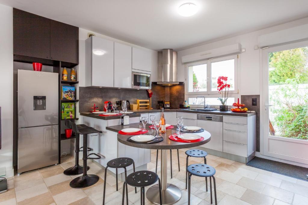 Vacation Home ❤ Belle maison moderne avec jardin, Chevilly-Larue ...
