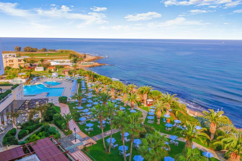 Een luchtfoto van Creta Star Hotel - Adults Only