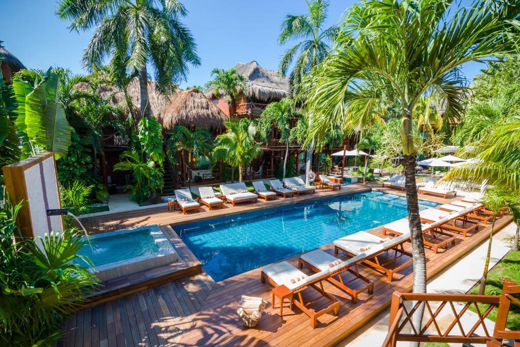 Uitzicht op het zwembad bij Magic Blue Spa Boutique Hotel of in de buurt