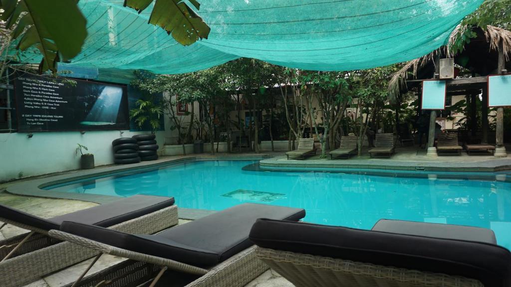 The swimming pool at or near Easy Tiger's Shambalaa Hostel Phong Nha