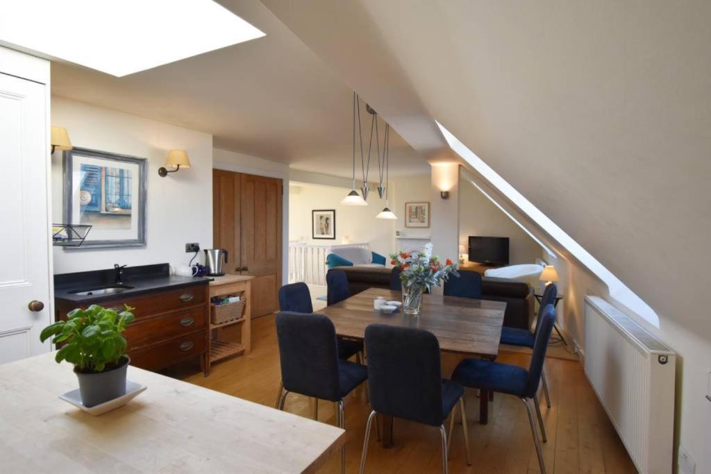 Terrific 4 Bedroom Flat In City Centre Sleeps 8 Edinburgh Updated Download Free Architecture Designs Photstoregrimeyleaguecom