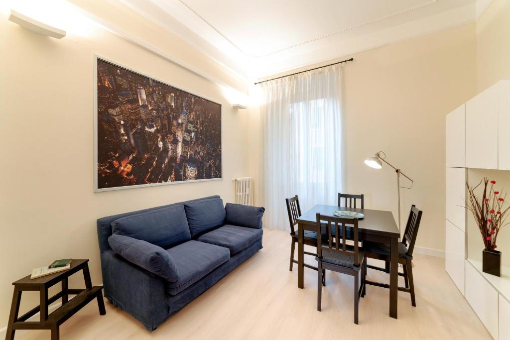 Sunny flat in elegant building close to Colosseum, Roma – Prezzi ...