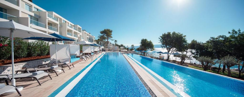 Bazén v ubytování Valamar Collection Girandella Resort - Designed for Adults nebo v jeho okolí