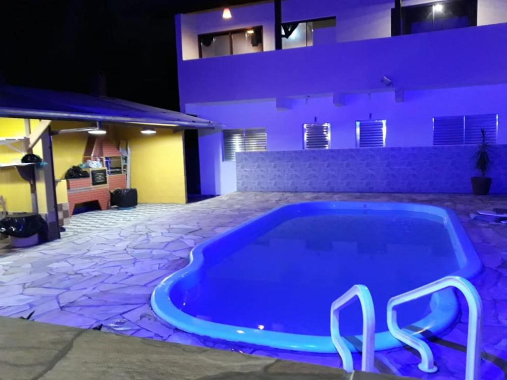 The swimming pool at or near Recanto dos Pássaros
