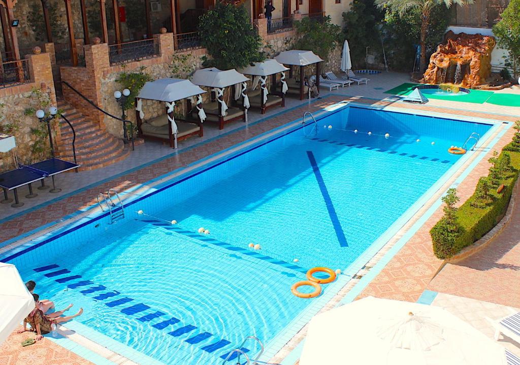 Het zwembad bij of vlak bij Naama Blue Hotel