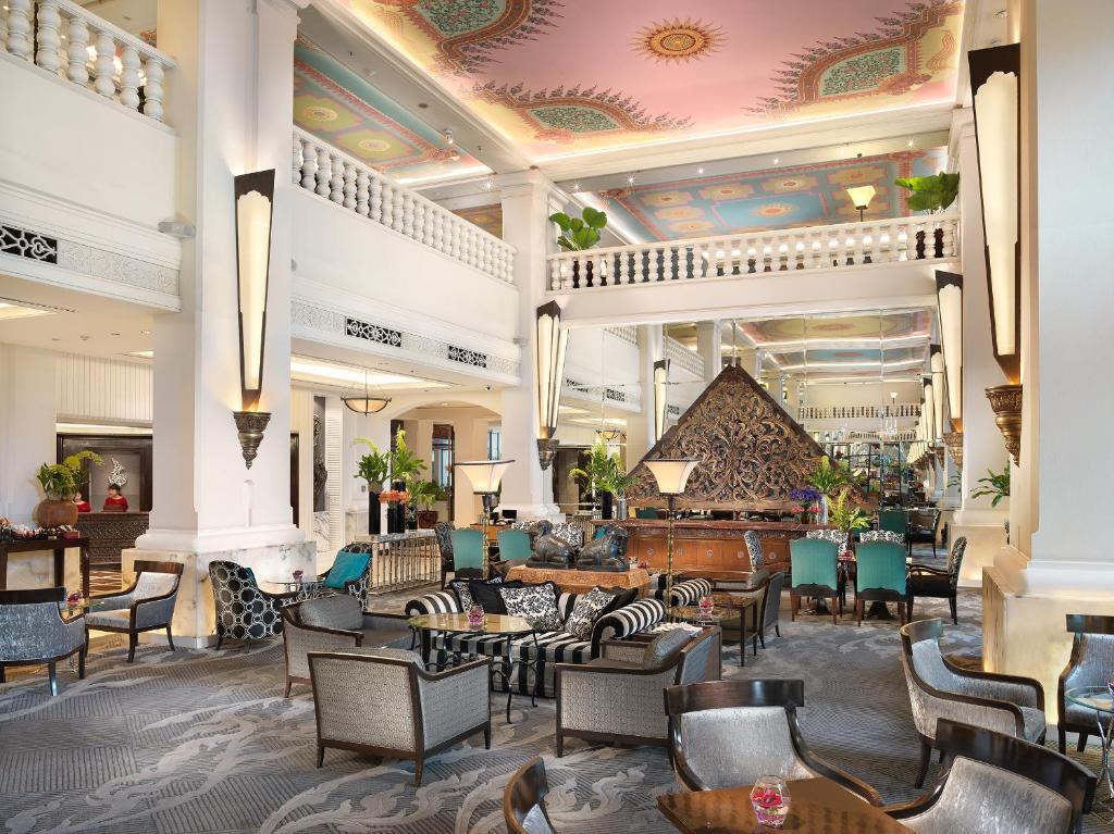 The lounge or bar area at Anantara Siam Bangkok Hotel