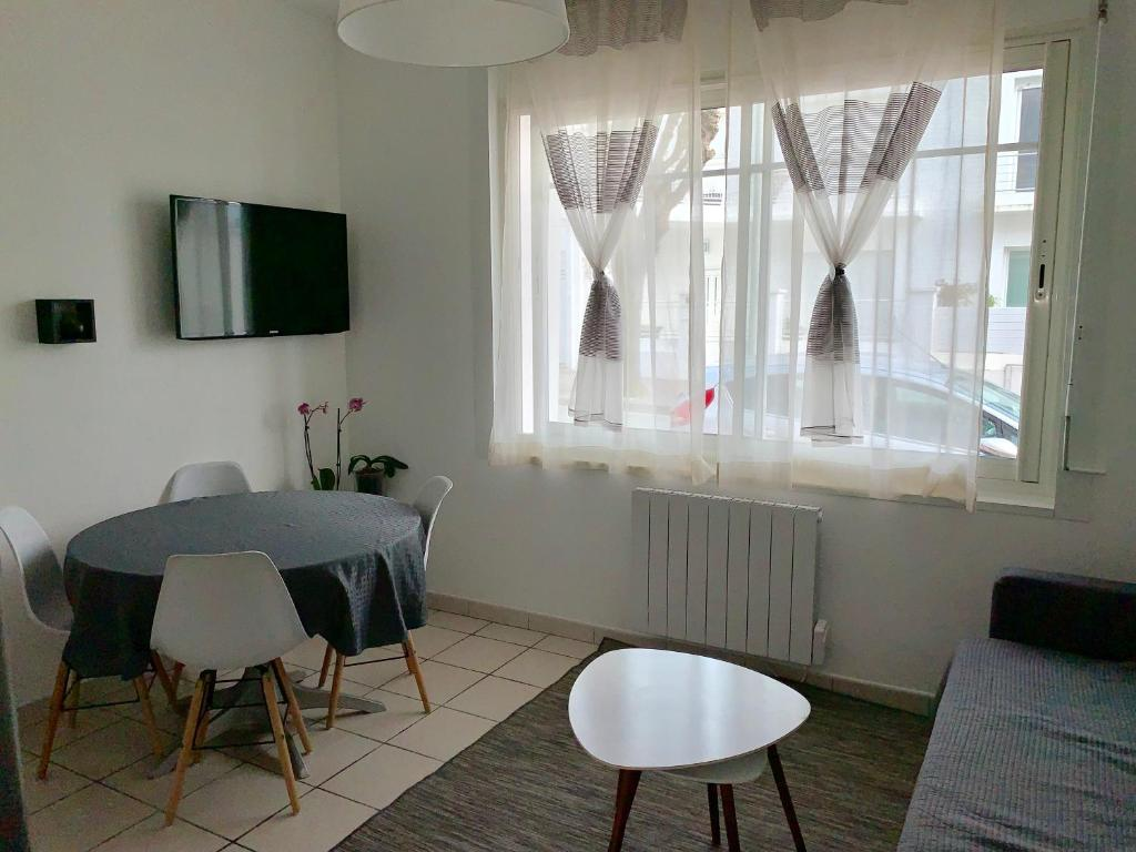 appartement chez leah france royan. Black Bedroom Furniture Sets. Home Design Ideas