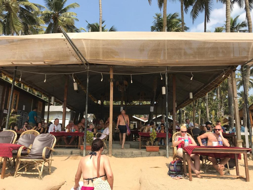 A restaurant or other place to eat at roundcube beach bungalows