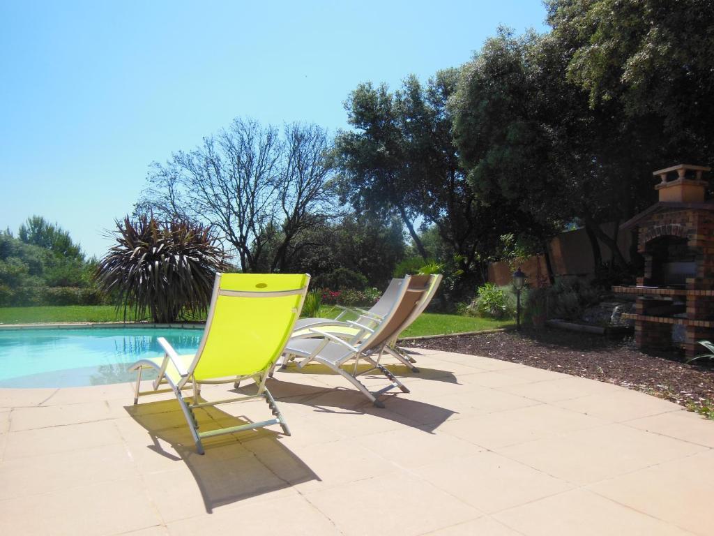 The swimming pool at or near Villa F5-Wifi-piscine Saint Gely du Fesc
