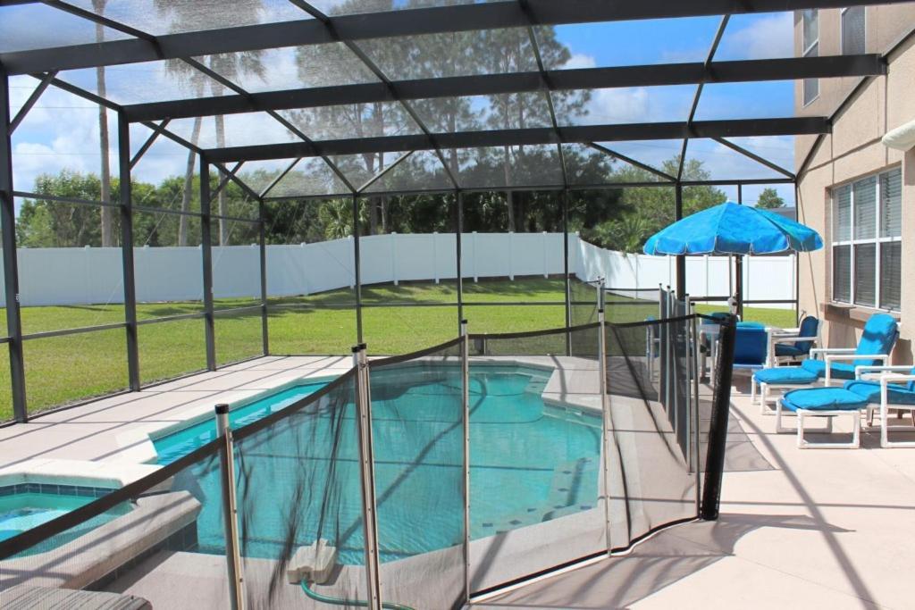 Vue sur la piscine de l'établissement Berkeley Superior Pool Home - Chris Villa ou sur une piscine à proximité