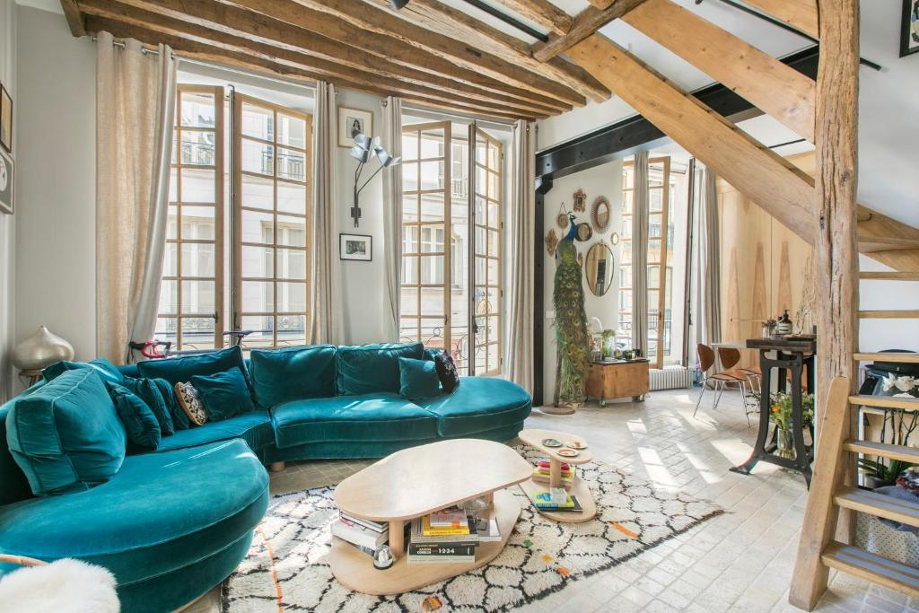 A seating area at Luxury duplex - Marais