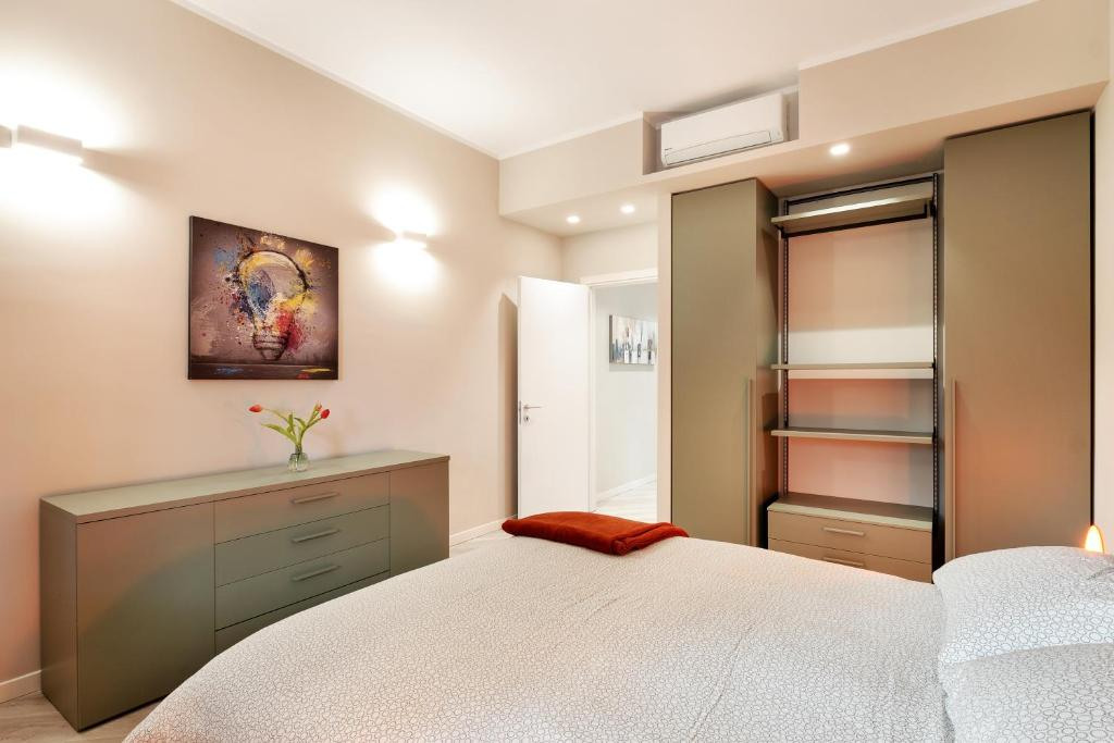 A bed or beds in a room at Maggiore Residence Flats