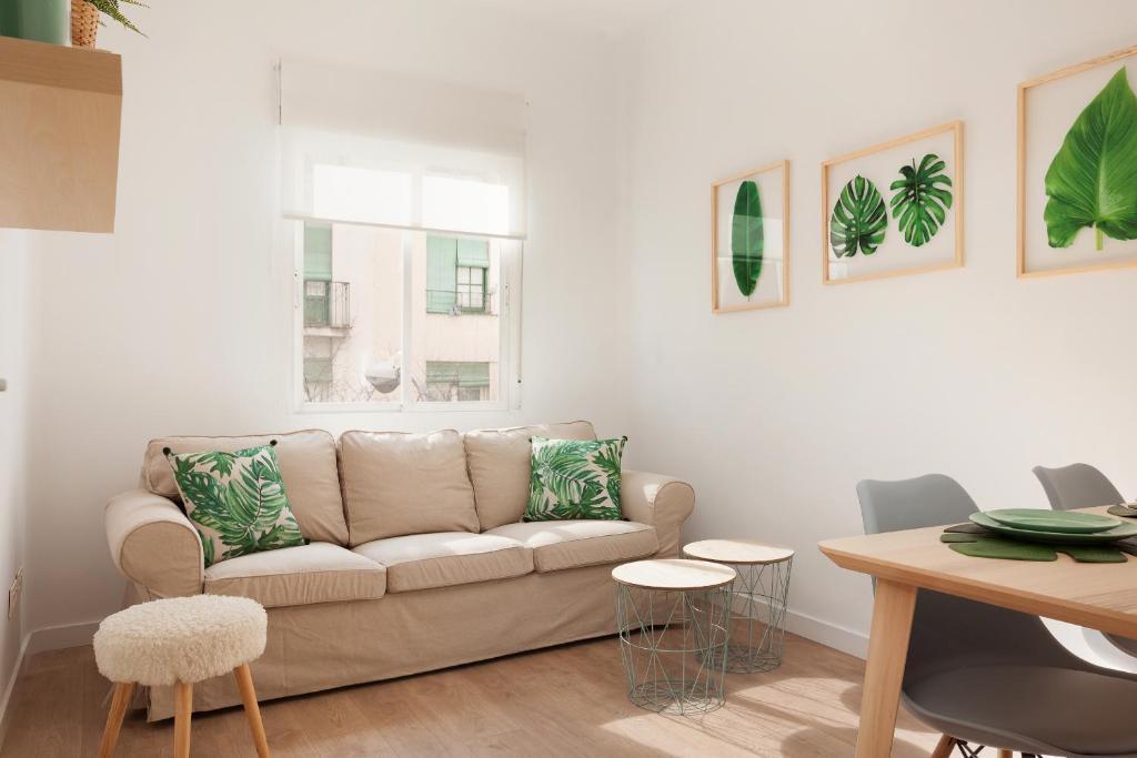 A seating area at Precioso Apartamento ATOCHA-RETIRO