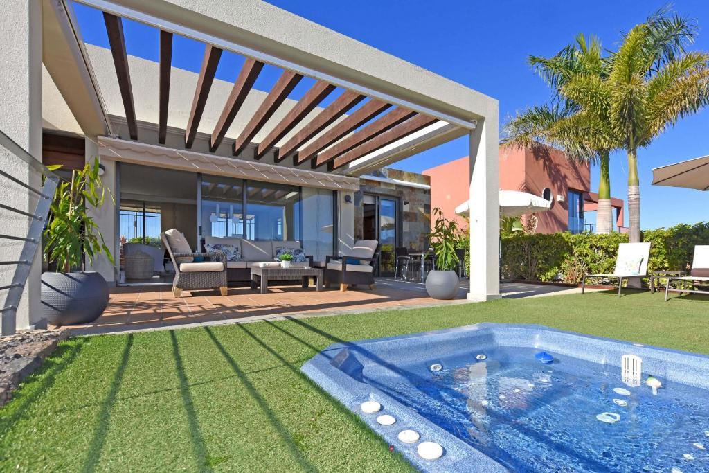 The swimming pool at or near Salobre Las Terrazas 2