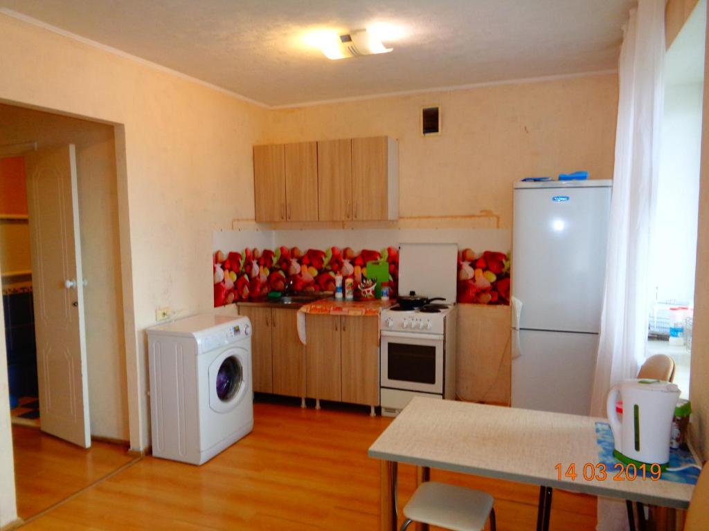 Kuchyňa alebo kuchynka v ubytovaní 1-к на Учебной 8