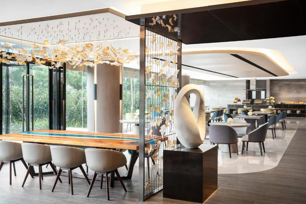 A restaurant or other place to eat at Shanghai Marriott Hotel Hongqiao