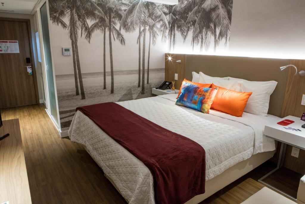 A bed or beds in a room at Rio Hotel by Bourbon Ciudad Del Este