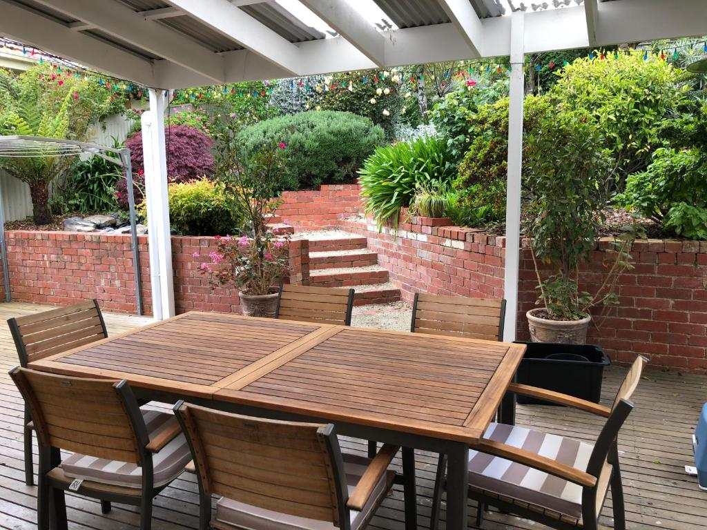 Vacation Home Burra Dog Friendly, Walk to Cafes, Vintage Stores