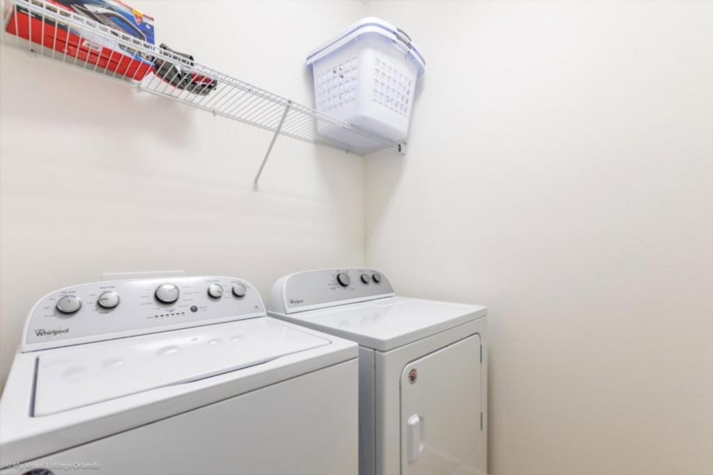 A cozinha ou kitchenette de Imagine You and Your Family Renting this 5 Star Villa on Bella Vida Resort, Orlando Villas 2731