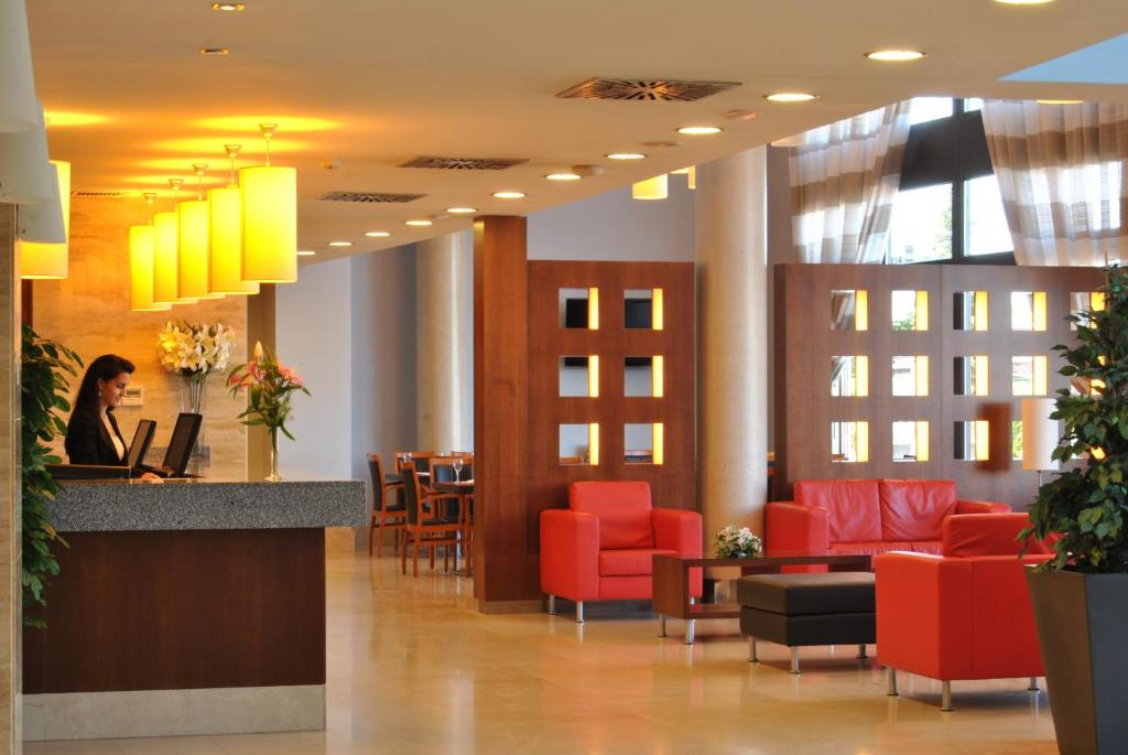 The lobby or reception area at Avant Torrejon