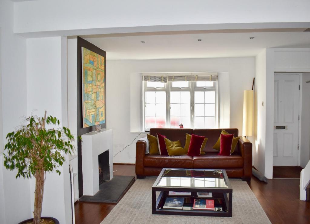 Ein Sitzbereich in der Unterkunft 2 Bedroom House in the Heart of Hanover