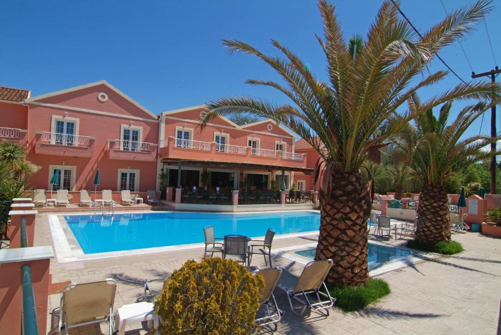 Het zwembad bij of vlak bij Joy Hotel