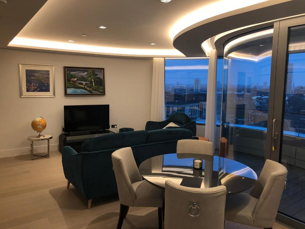 A seating area at London Eye Suites
