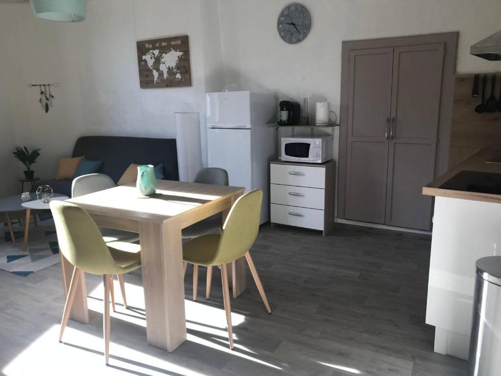 Apartments In Villeneuve-de-berg Rhône-alps