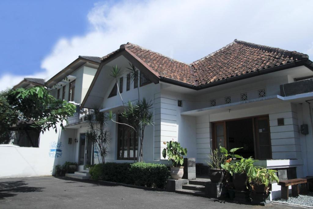 oyo 497 de tropis family residence bandung indonesia booking com rh booking com