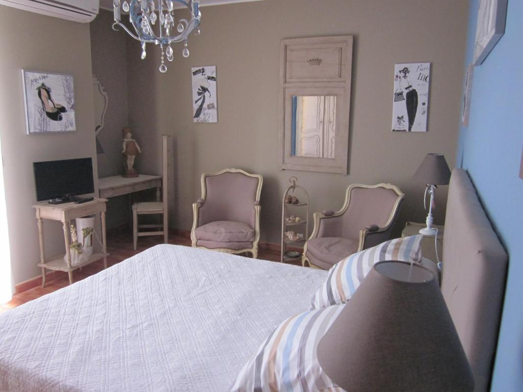 B b chambres d 39 h tes chez martine c t piscine france for Chambre d hote carcassonne