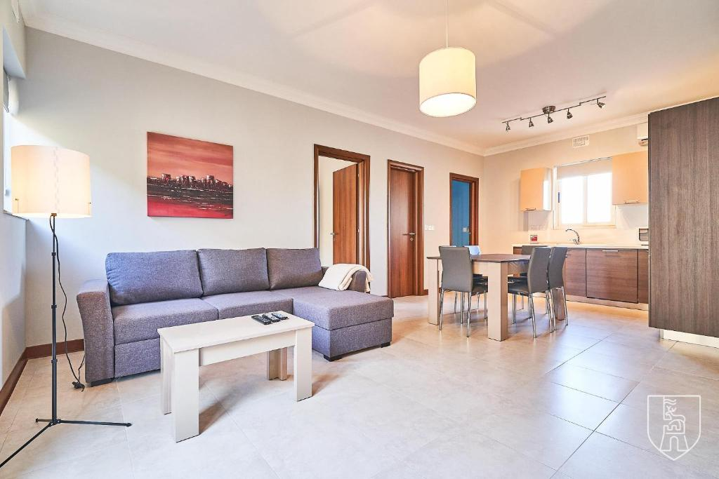 Indipendenza A5 - Modern Apartment with Shared Rooftop Solarium