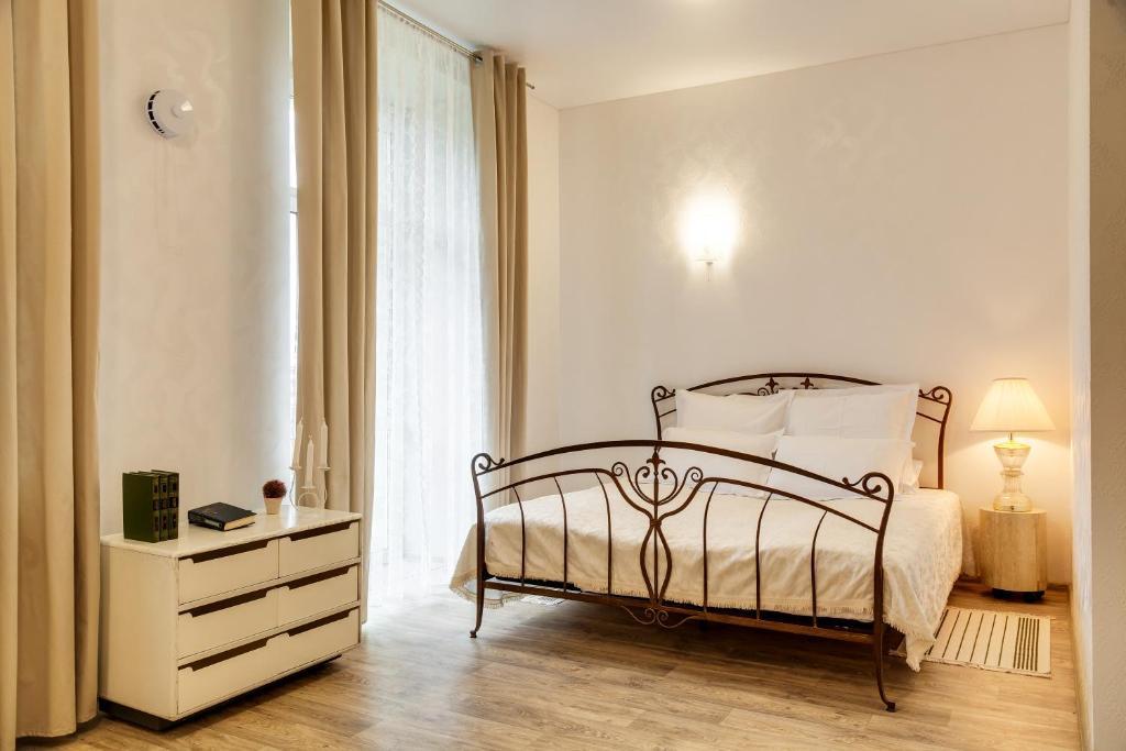 Кровать или кровати в номере Апрель Спа-Отель