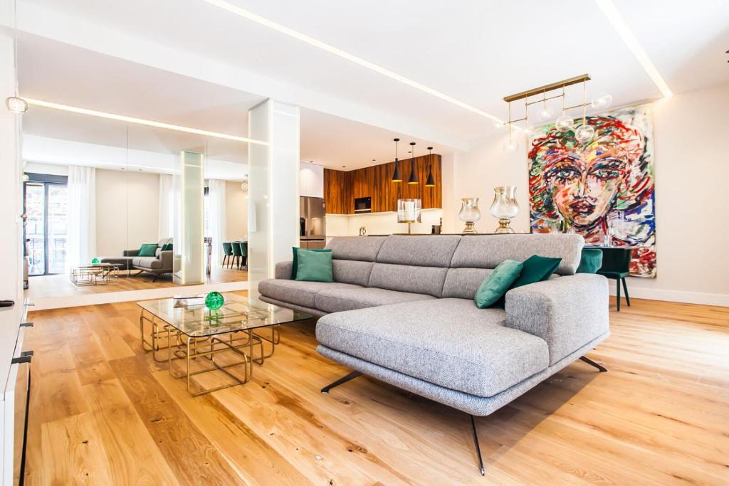 A seating area at Luxury Apartment Salamanca District
