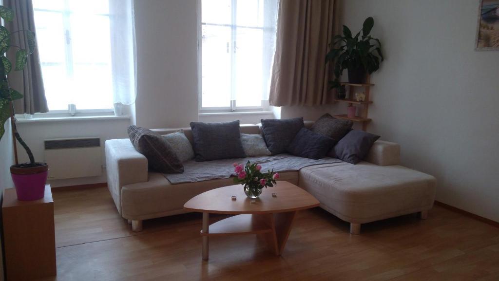 A seating area at Apartmán v centru Písku