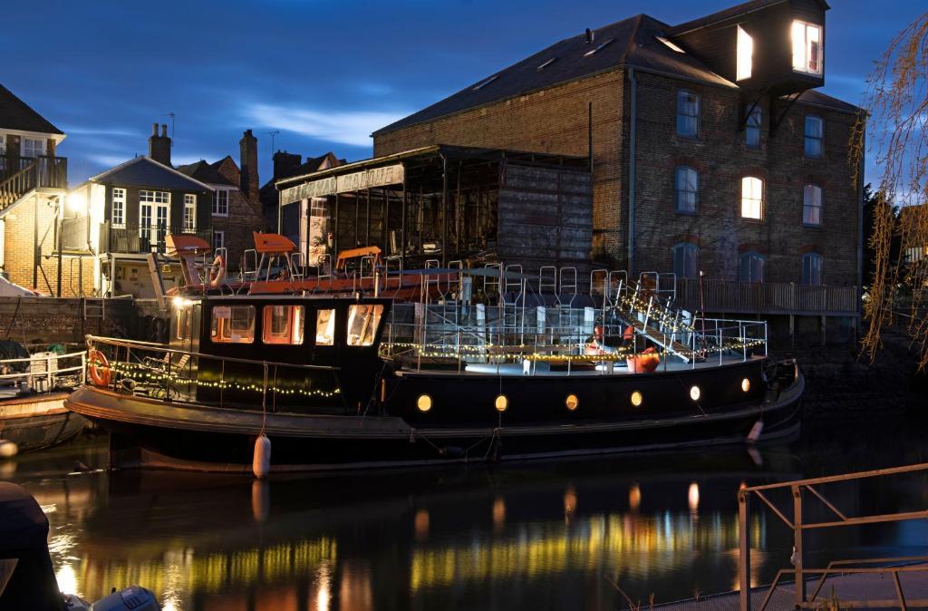 Hotel Dutch Barge Sandwich Uk Booking Com
