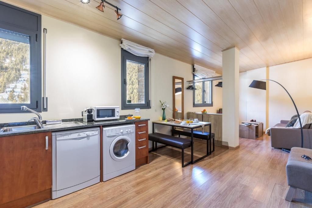 A kitchen or kitchenette at Pierre & Vacances Andorra Sunari Peretol