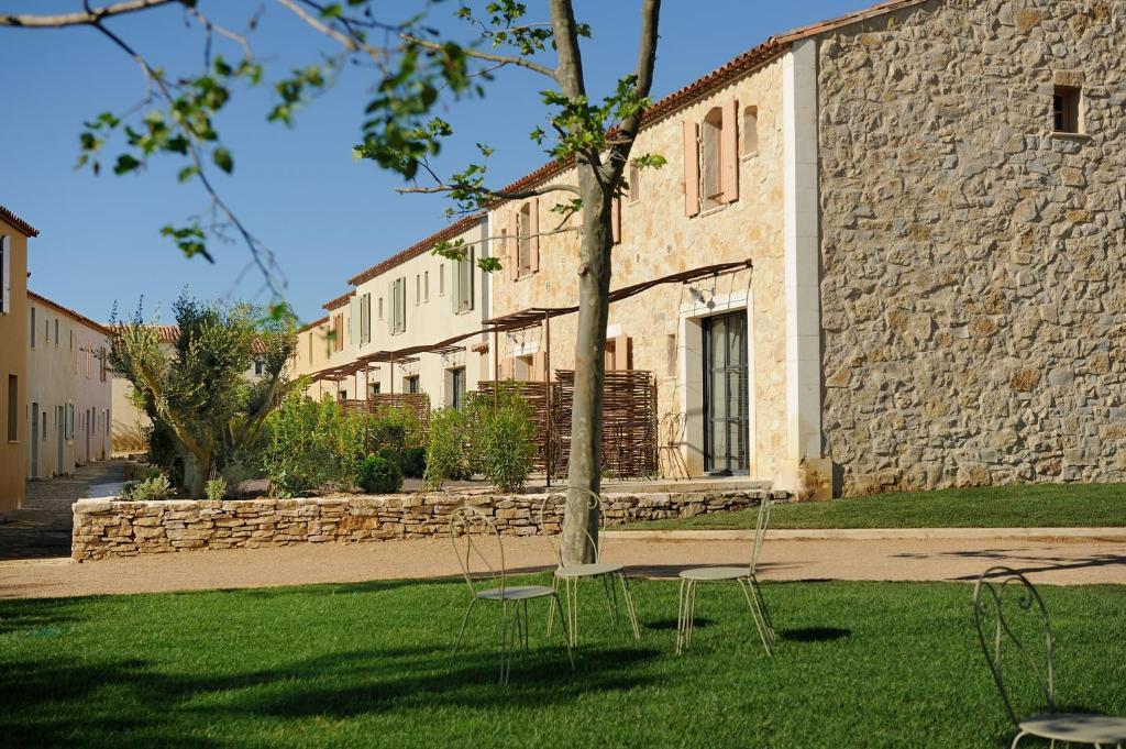 Aparthotel les jardins de saint benoit saint laurent de for Le jardin de la france