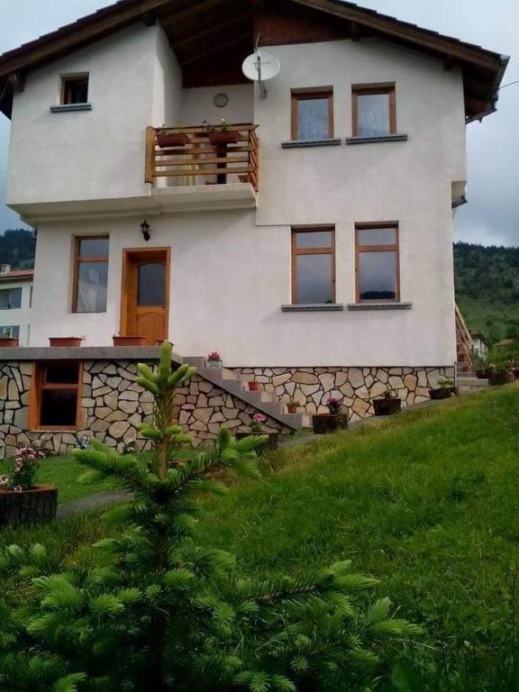 69a955ad995 Сградата, в която се намира ваканционната къща