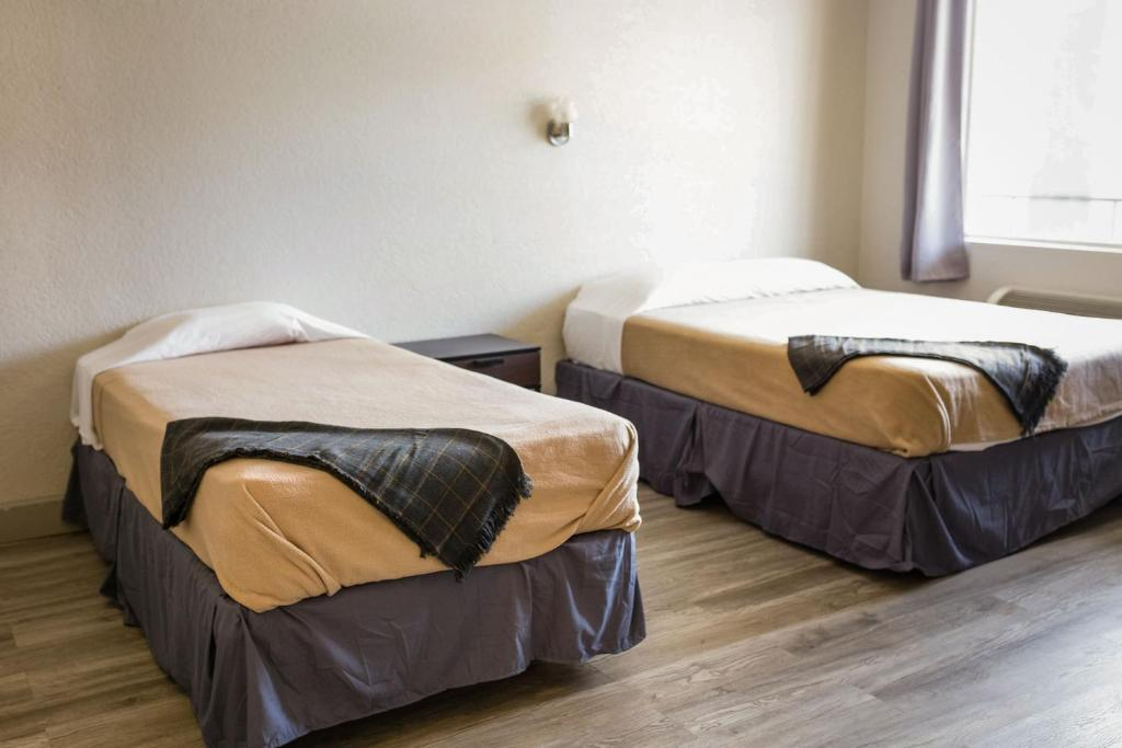 Red Carpet Inn & Suites Beaumont
