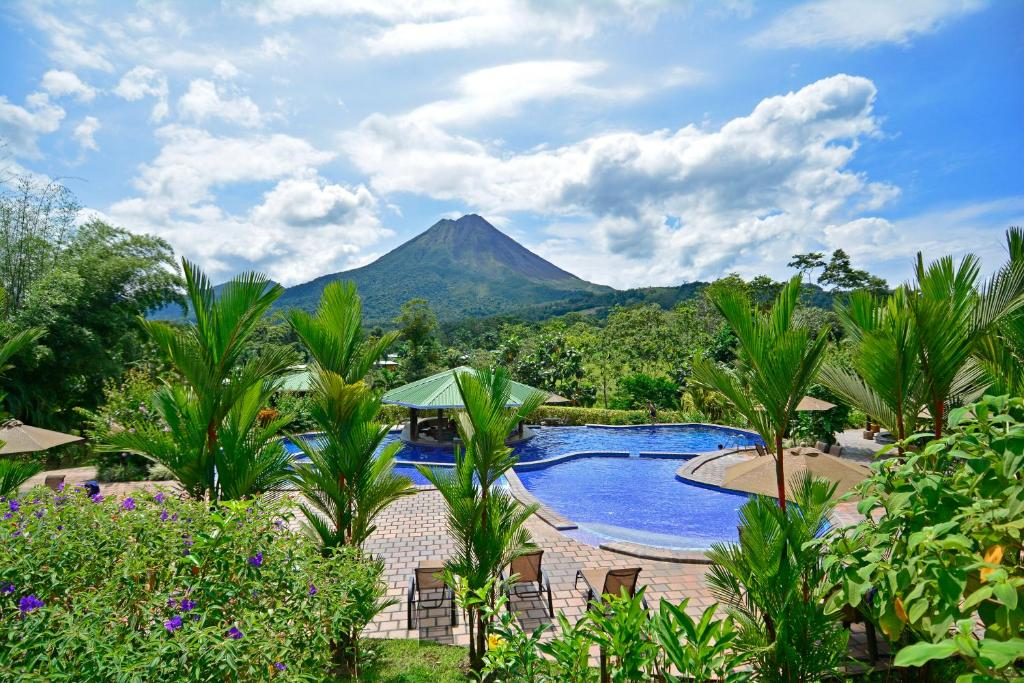 The swimming pool at or near Arenal Manoa & Hot Springs