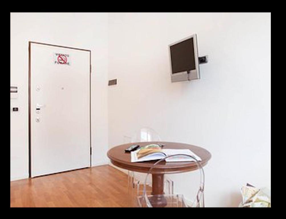 3b08cb381b TV o dispositivi per l'intrattenimento presso Room Touch And Go