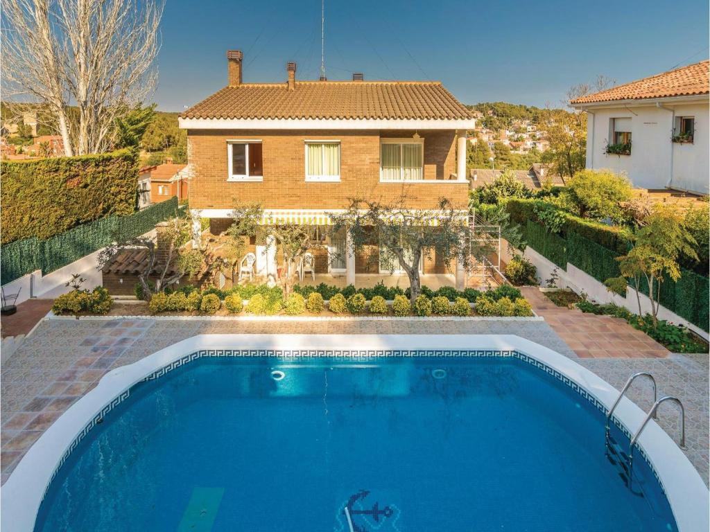 The swimming pool at or near Five-Bedroom Holiday Home in Tarragona