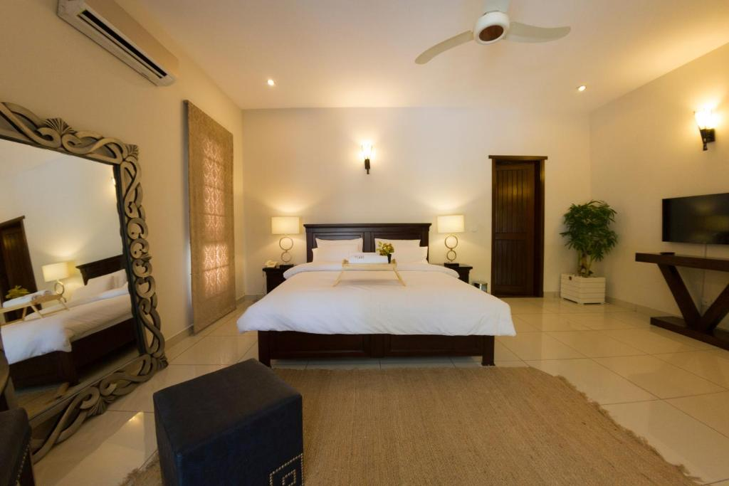A bed or beds in a room at Luxury Serviced House
