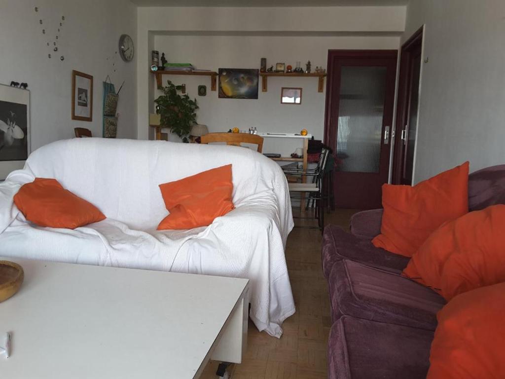 A seating area at apartamento moguer con vistas