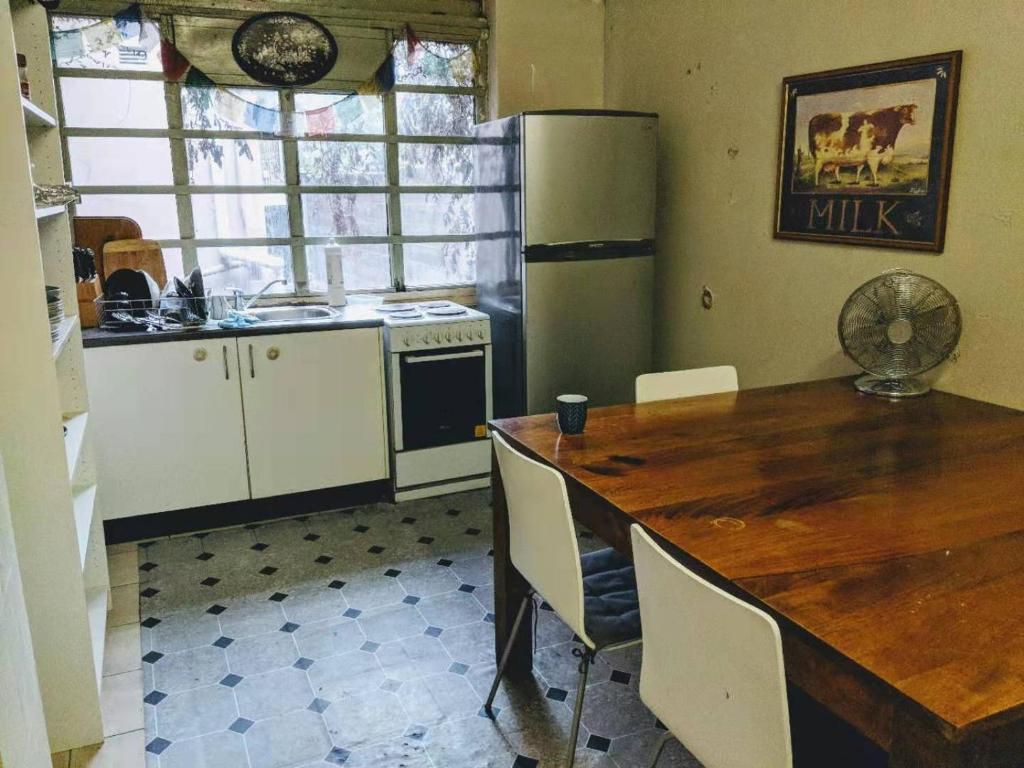 A kitchen or kitchenette at The Harbour