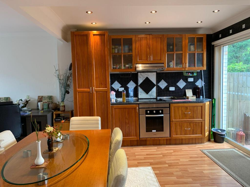 A kitchen or kitchenette at lovely GC
