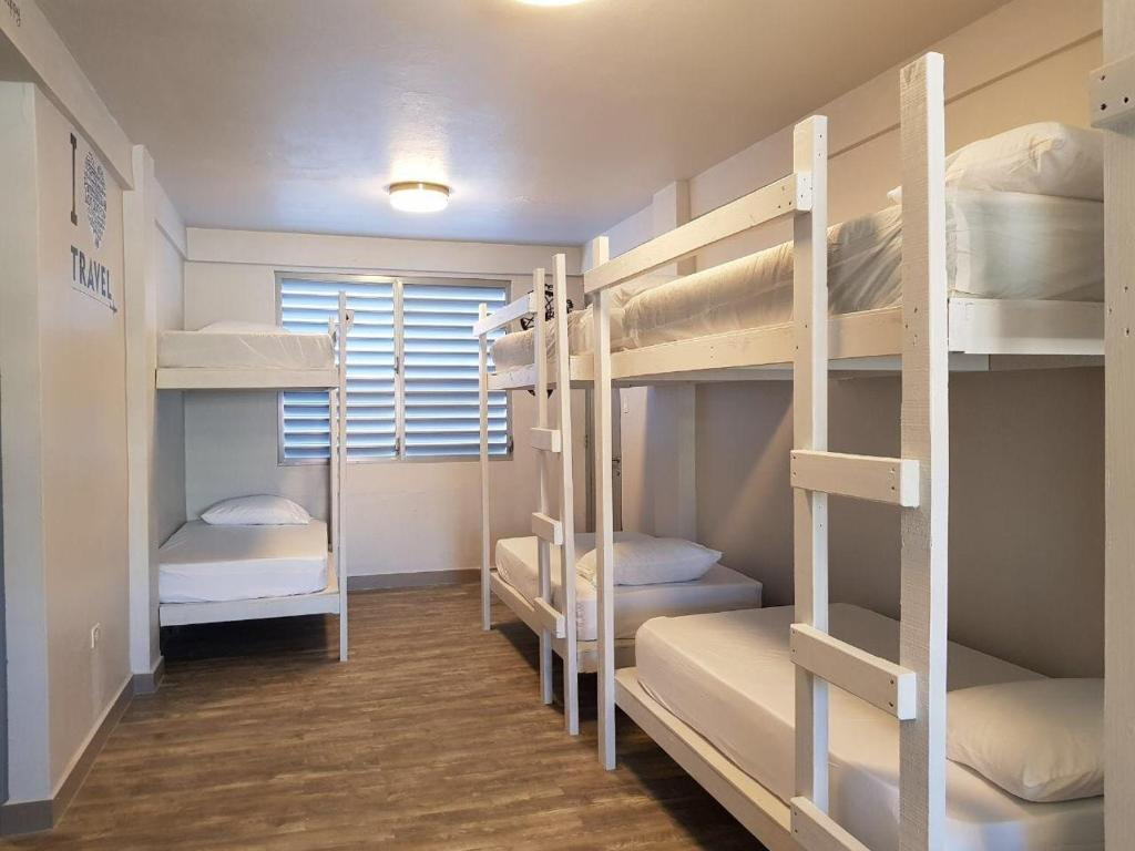 A bunk bed or bunk beds in a room at Hostel San Juan