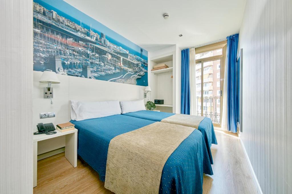 Een bed of bedden in een kamer bij Hotel Transit
